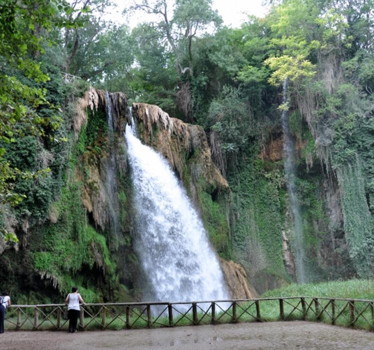 Ruta monasterio del rio piedra en oto o uolala for Cascadas con piedras