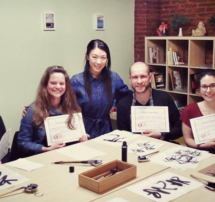 Taller caligraf a japonesa shodo y poes a en sala cultura for Taller de cocina teruel