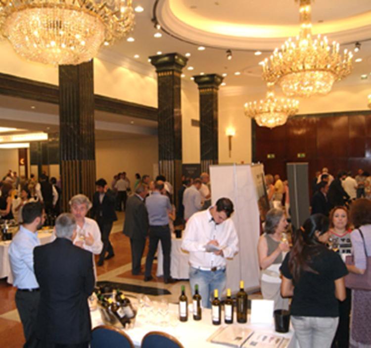 Degustación de más de 60 vinos blancos en hotel