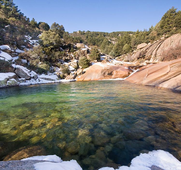 Excursi n ruta de senderismo a la charca verde uolala for Piscinas naturales horcajo de la sierra