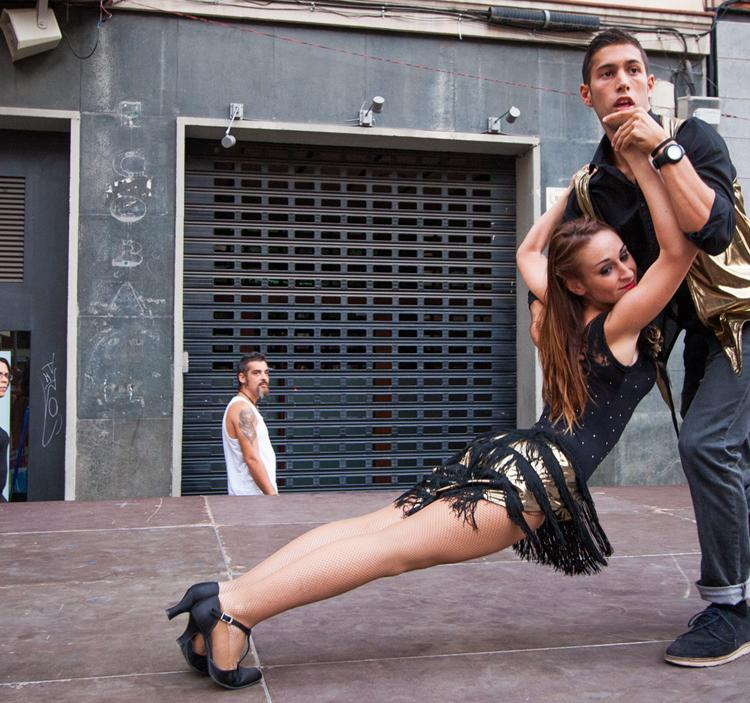 Ven a bailar Salsa o bachata,clase prueba gratuïta